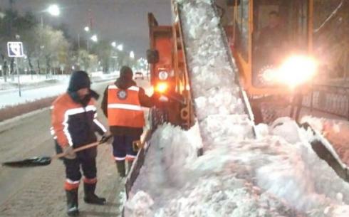 Аким Караганды осмотрел работу по ночной уборке снега