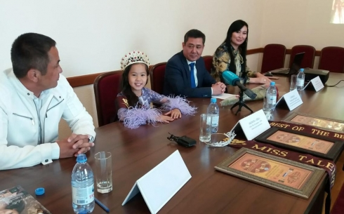 «Маленькая Мисс мира – 2019» встретилась с журналистами в Караганде