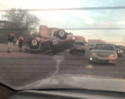 В Караганде в ДТП с перевернувшимся автомобилем никто не пострадал