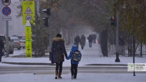 В Нур-Султане и Караганде из-за метели отменили занятия в школах