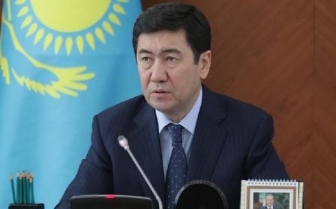 Ерлан Кошанов отчитал акимов за непостроенные школы