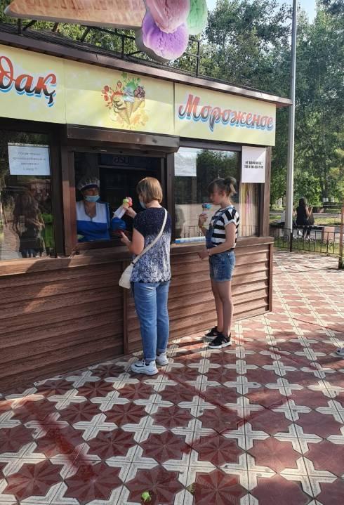 В Караганде владельцы павильонов с мороженым требуют справедливости от властей