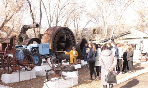 Для школьников из посёлка Карсакпай организовали экскурсию в музей Жезды
