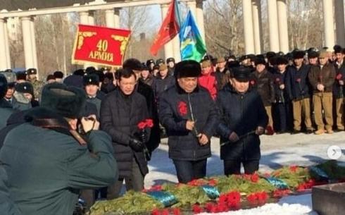 В Караганде прошел торжественный митинг в честь годовщины вывода советских войск из Афганистана