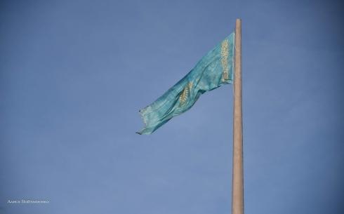 В Караганде четыре новых полотнища для флагштока обойдутся почти в 2 миллиона тенге