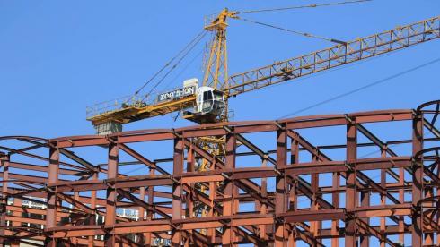 Каменщик упал с девятого этажа строительного объекта в Караганде