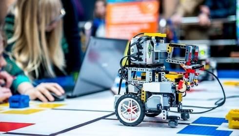 В Караганде для учеников 5-6 классов организовали курс по робототехнике