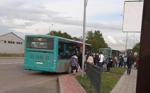 Мужчина выпал из автобуса и получил травму в Караганде