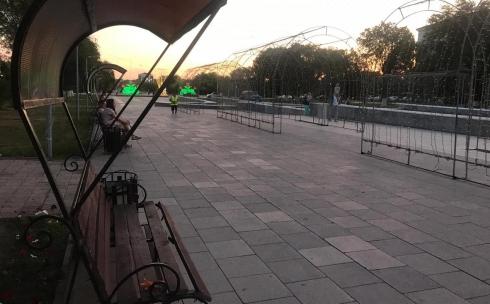 В Караганде на Каскадной площади установили обновленные скамейки
