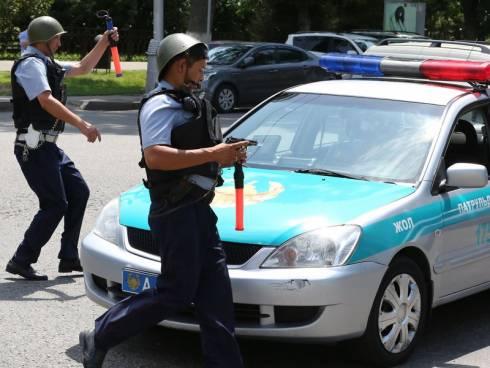 Группу предполагаемых вымогателей судят в Караганде