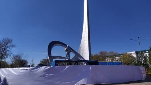 В Караганде реставрацию памятника покорителям космоса обещают закончить до конца октября