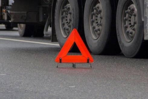 На трассе Нур-Султан – Караганда грузовик сбил двух транспортных инспекторов