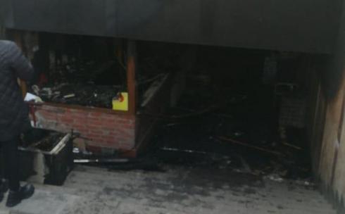 В подземном переходе Караганды сгорела донерная