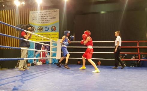 В Караганде проходит турнир по боксу памяти Ермека Серикова