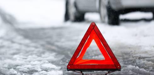 В Карагандинской области легковой автомобиль столкнулся с автобусом. Трое погибли на месте