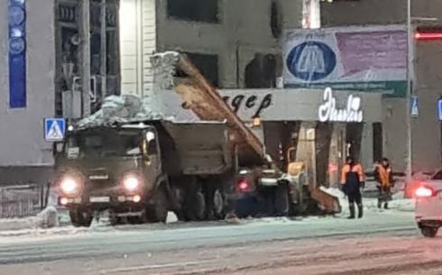 В Караганде увеличивают количество спецтехники для уборки улиц от снега