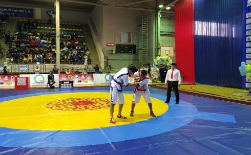 В Караганде проходит турнир по казакша курес «Сарыарка батырлары»