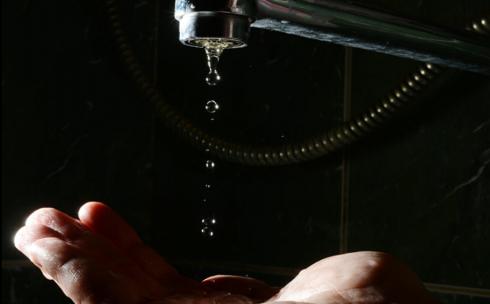Из-за аварии на водопроводе в центре Караганды 13 марта не будет холодной воды