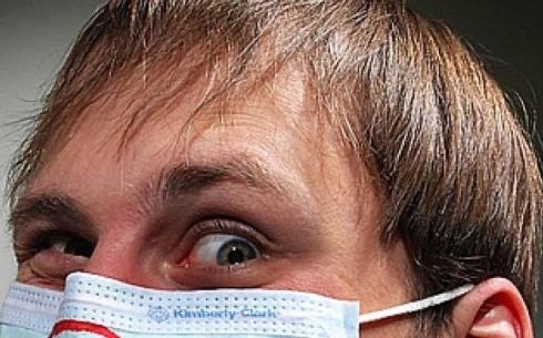 Грабители прятались за медицинскими масками