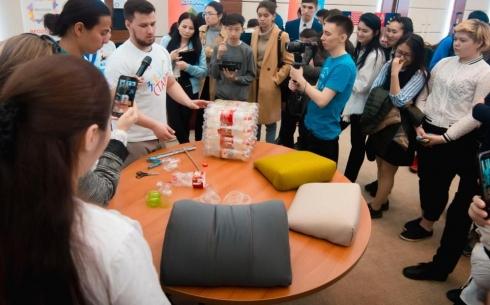 Студенты медицинского университета Караганды изготавливают экопуфы