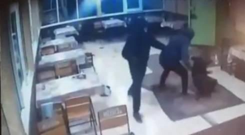 Четверо в масках с оружием напали на гостей кафе в Карагандинской области