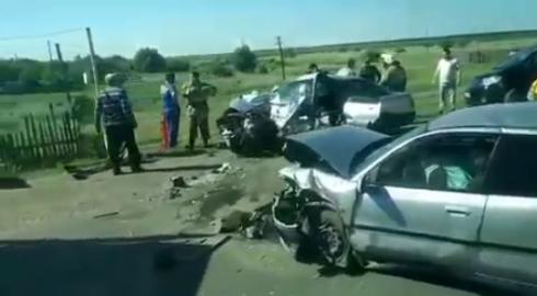 Один погиб и четверо пострадали в ДТП под Карагандой