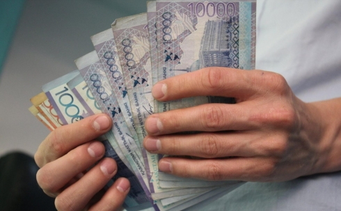 Среднемесячная зарплата в Карагандинской области составляет почти 173 тысячи тенге