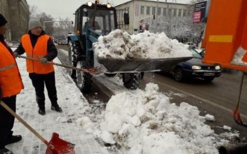 В Караганде на расчистку дорог  выехало 133 единицы спецтехники
