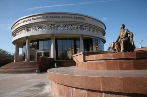 Артисты карагандинского каздрамтеатра имени С. Сейфуллина готовятся к своим ролям на дому