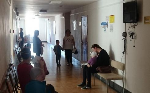 В Караганде родители сами виноваты в том, что при прохождении медосмотра с детьми образуются очереди