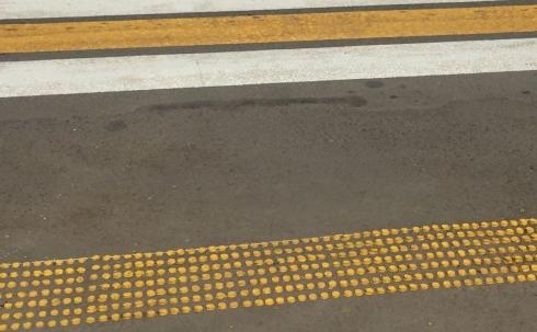 Новая разметка для незрячих пешеходов появилась в Караганде
