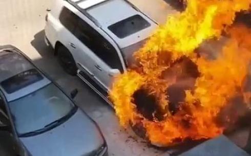 В Караганде сгорел Lexus