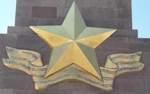 В Караганде восстановили повреждённую поверхность звезды на стеле «Айбын»
