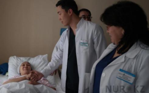 «Вытащили с того света»: карагандинские врачи спасли роженицу и ее малыша