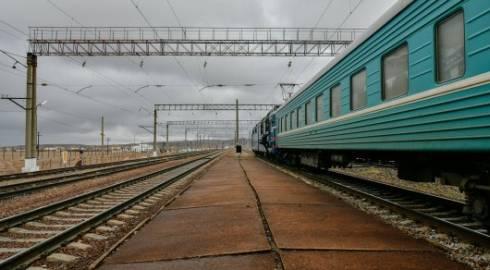 Убегая от полицейских, житель Темиртау выпрыгнул из поезда на полном ходу
