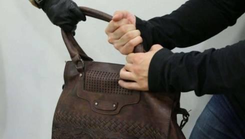 Мужчина ограбил пенсионерку в магазине Сарани