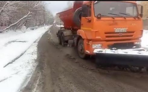 В Караганде чистят улицы от снега
