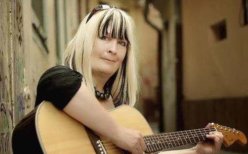 С праздником весны карагандинцев поздравит румынская певица Магда Пушкаш
