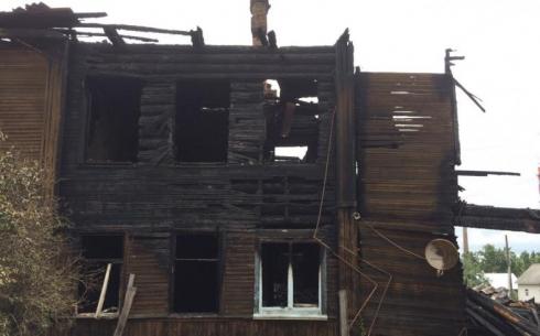 В Карагандинской области ночью горел деревянный жилой дом. Погибли два человека