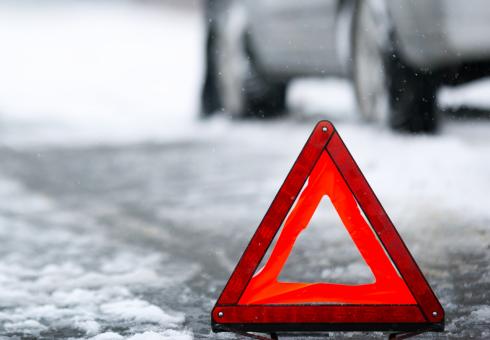 За утро в Караганде произошло 20 ДТП. Трассы по всем направлениям закрыты