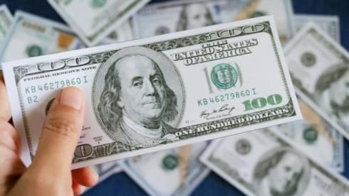 Карагандинец вымогал тысячу долларов у жителя столицы