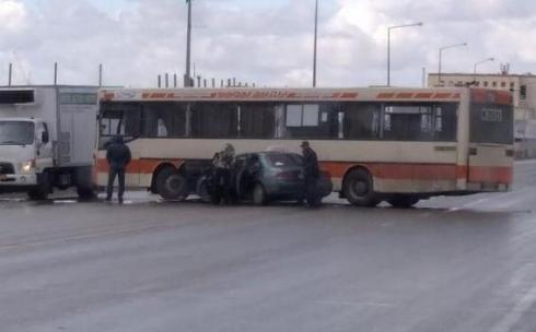 Автобус наехал на автомобиль в Караганде. Пострадала 81-летняя бабушка