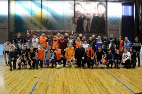 В Караганде прошел товарищеский матч администрации «Шахтера» с болельщиками