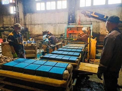 Осужденные произвели 3 тысячи тонн брусчатки для благоустройства Караганды