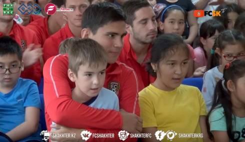 Видеосюжет о посещении игроками «Шахтера» реабилитационного центра