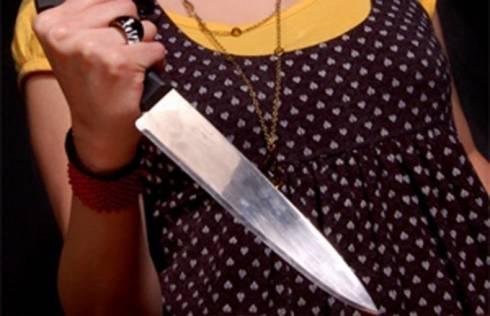 Женщина, пырнувшая сожителя ножом, заявила, что он сам наткнулся на лезвие