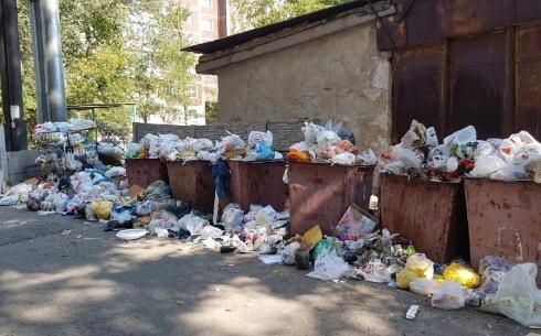Карагандинцы пожаловались на заваленную мусором контейнерную площадку
