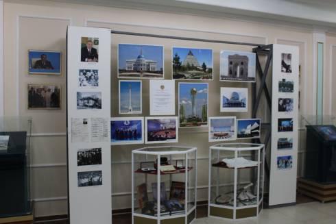 В Карагандинском краеведческом музее представили фотовыставку «Елін сүйген Елбасы»