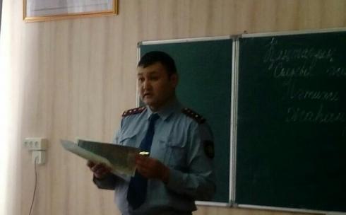 В Караганде полицейские заинтересовали старшеклассников работой в органах внутренних дел