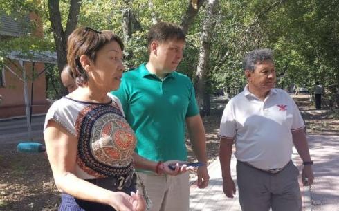 В  Караганде общественный совет проверил работы по благоустройству 50 дворов